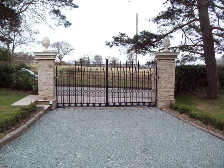Wrought Iron Metal Gates:  Garden by Unique Landscapes,
