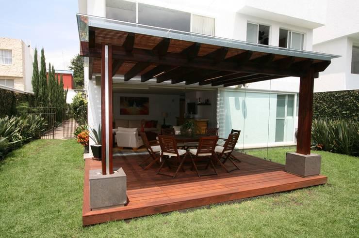 TERRAZA AJUSCO: Balcones y terrazas de estilo  por Capitel Arquitectura