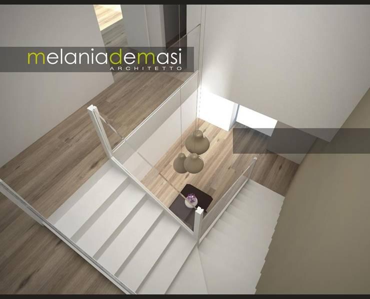Casale Re-work: Ingresso & Corridoio in stile  di melania de masi architetto