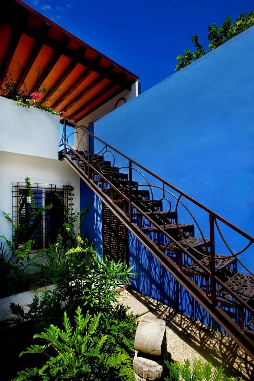 Escalera: Pasillos y recibidores de estilo  por Taller Estilo Arquitectura