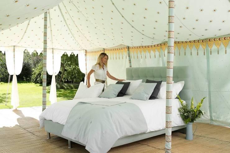 Dormitorios de estilo  por The Big Bed Company