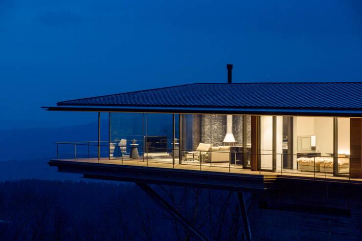 LDK・寝室を望む_全景_夕景: 城戸崎建築研究室 / KIDOSAKI ARCHITECTS STUDIOが手掛けた家です。,モダン