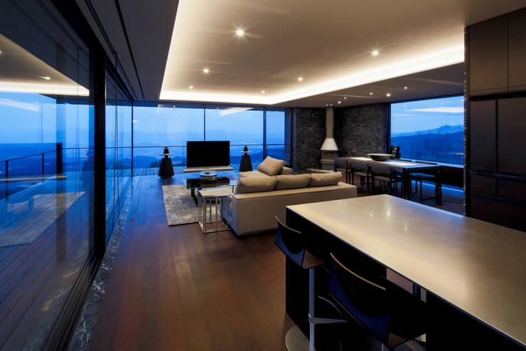リビング・ダイニング・キッチン: 城戸崎建築研究室 / KIDOSAKI ARCHITECTS STUDIOが手掛けた家です。,モダン