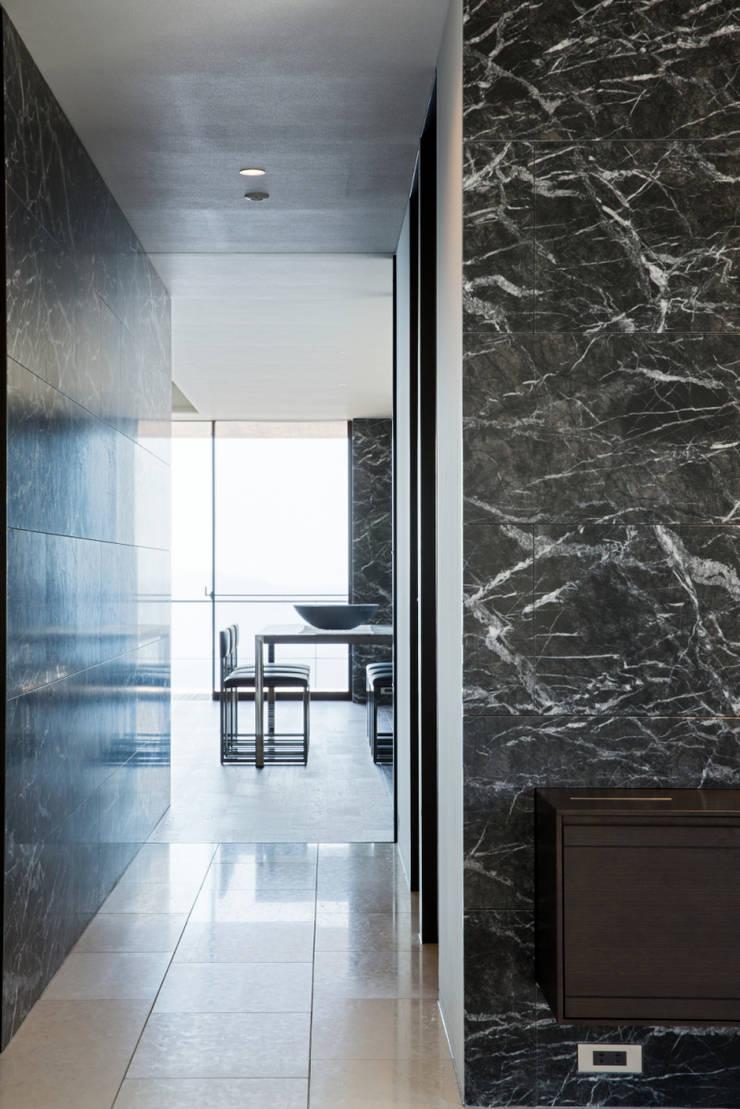 玄関・廊下: 城戸崎建築研究室 / KIDOSAKI ARCHITECTS STUDIOが手掛けた家です。,モダン