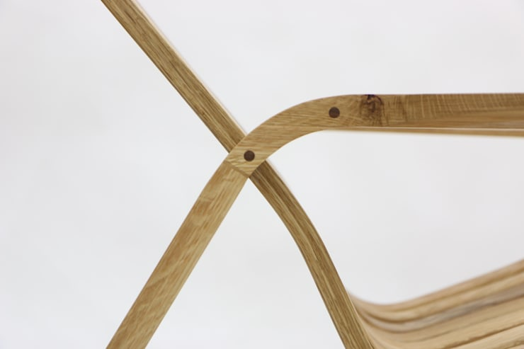 Kinetic Line_Rocking Chair: ARTIZAC의  거실