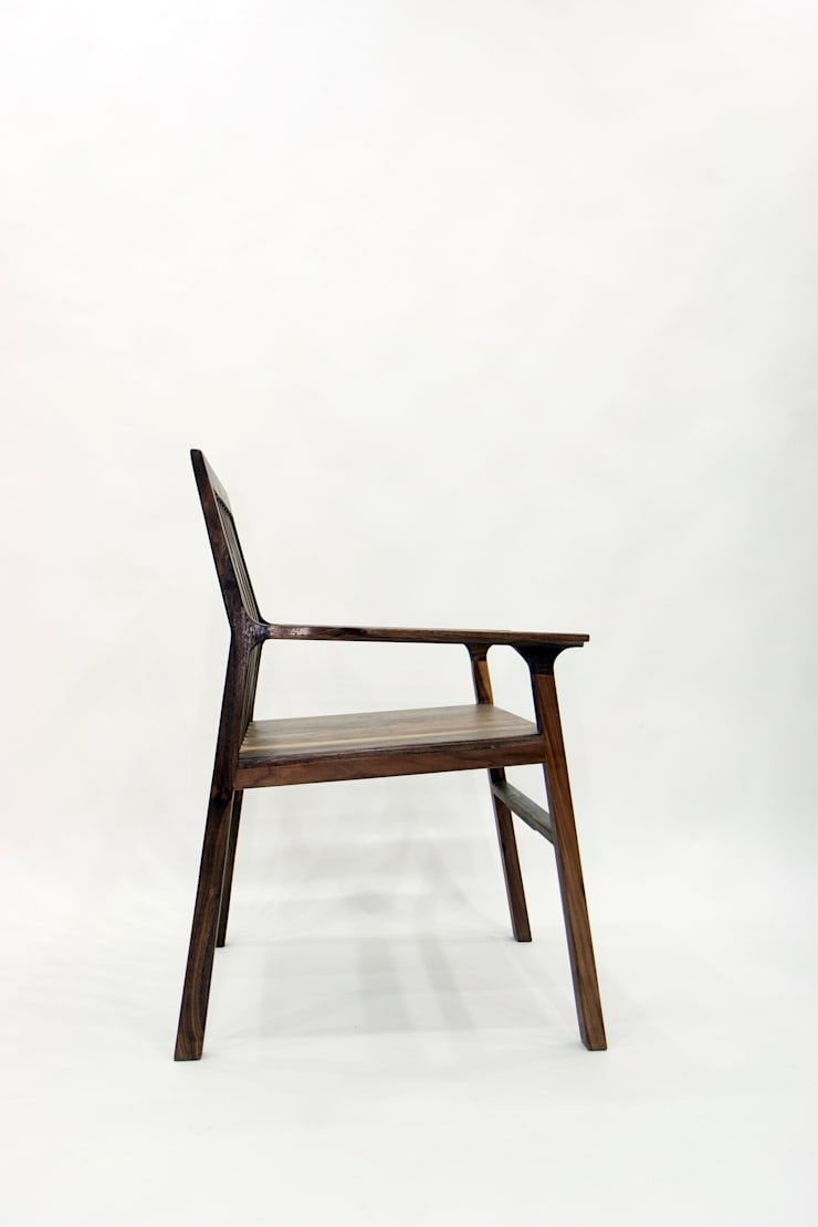 Kinetic Line_Arm Chair: ARTIZAC의  서재/사무실