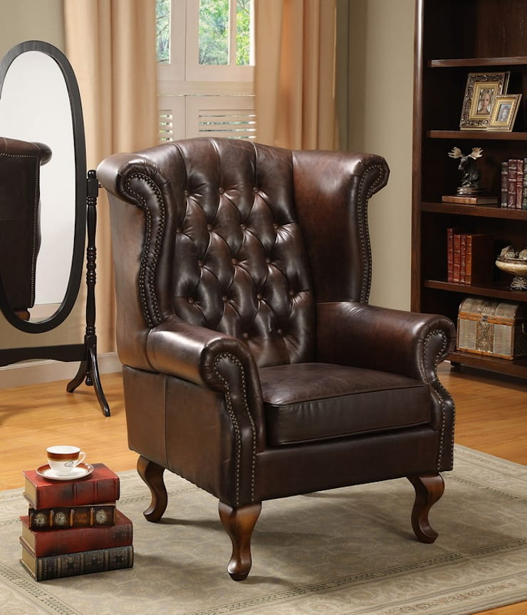 Chesterfield Back Leather Armchair:  Living room by Locus Habitat