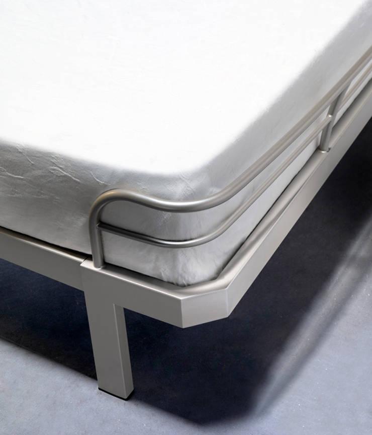 Bauhaus:  in stile  di Cosatto Letti, Moderno