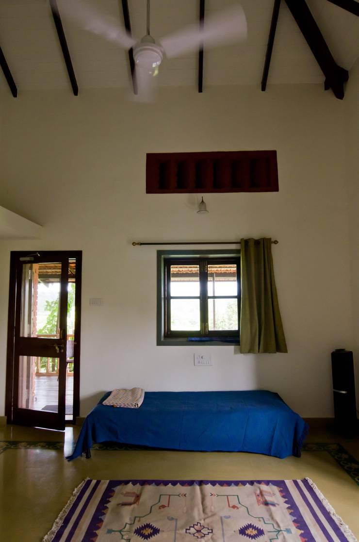 The bedroom: rustic Bedroom by M+P