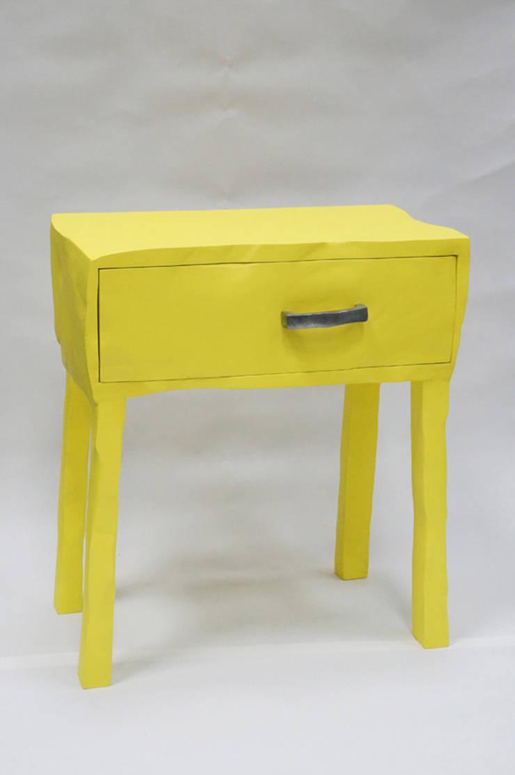 Sketchy Bedside Table: Maison de style  par Mathieu Maingourd
