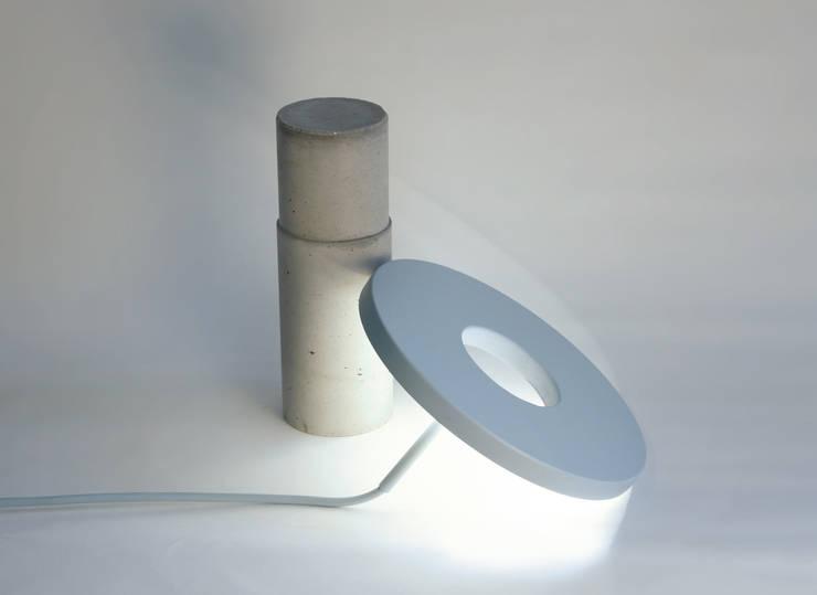 Totem Lamp by Alexandre Dubreuil Studio: Bureau de style  par Alexandre Dubreuil