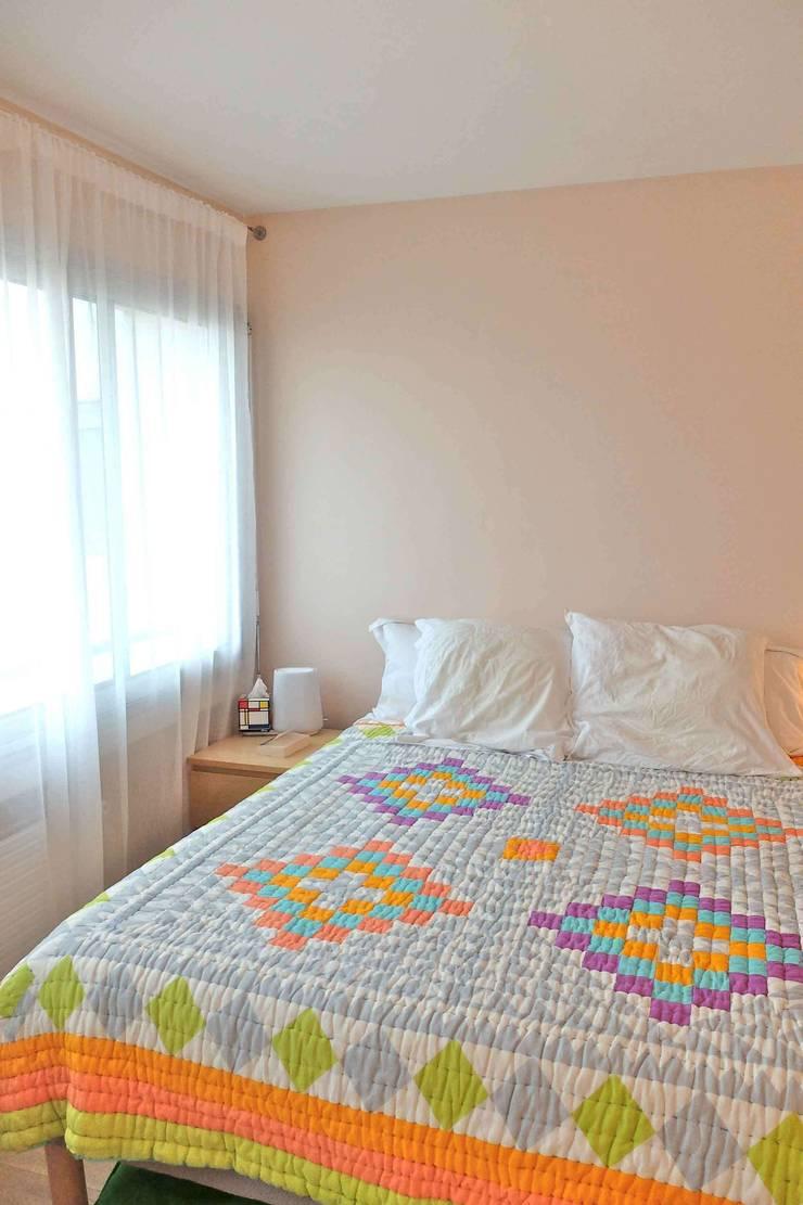 Appartement contemporain – 75010: Chambre de style  par Espaces à Rêver