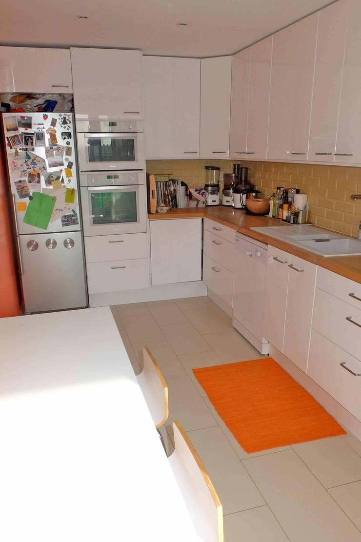 Appartement contemporain – 75010: Cuisine de style  par Espaces à Rêver