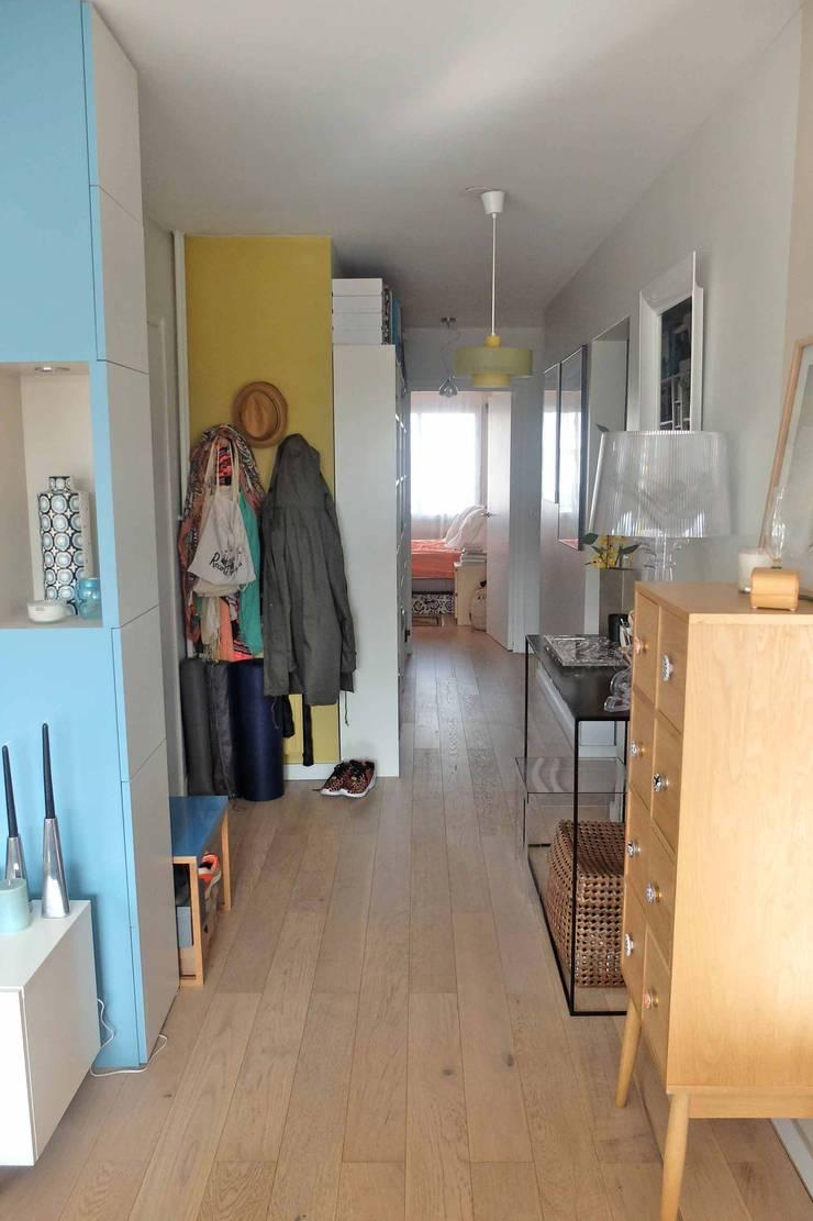 Appartement contemporain – 75010: Couloir et hall d'entrée de style  par Espaces à Rêver