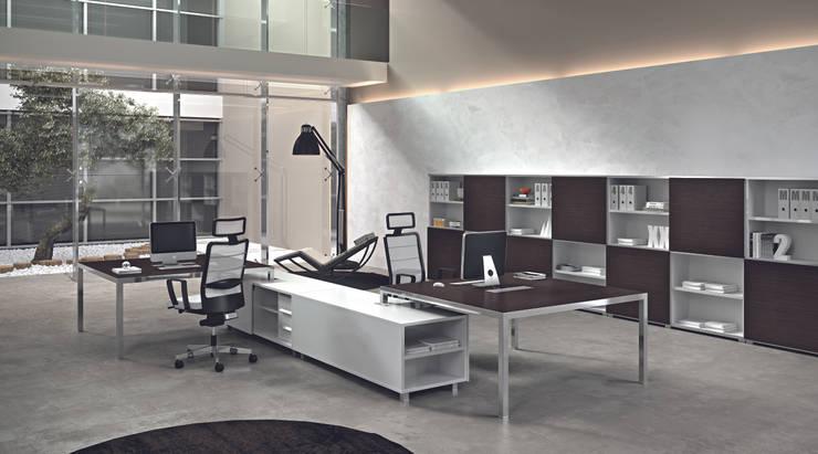 DV905-RYM (EXECUTIVES): Studio in stile  di DVO S.P.A.,
