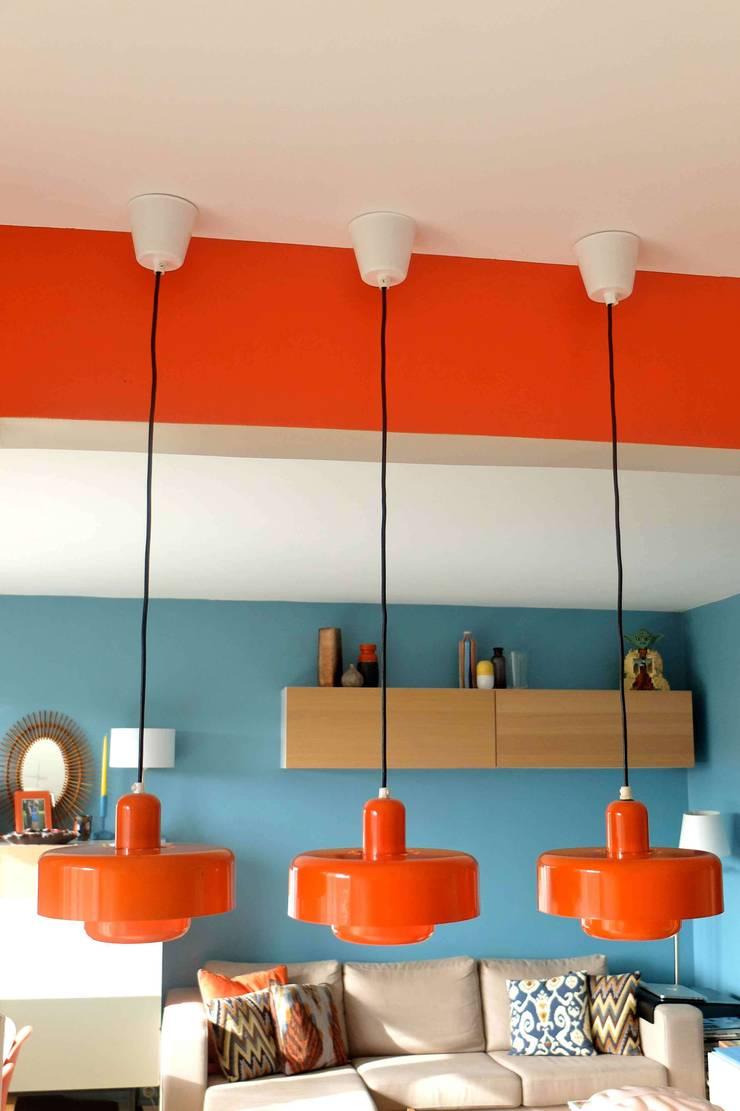 Appartement contemporain - 75010: Cuisine de style  par Espaces à Rêver
