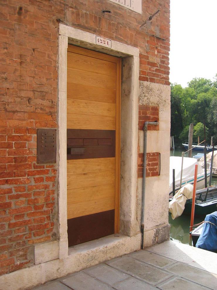 ingresso: Case in stile  di nicola feriotti studio,