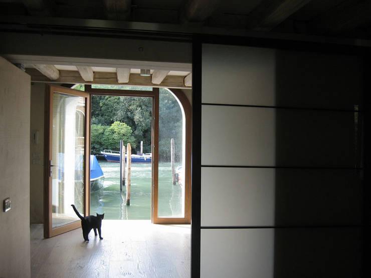 piano terra - porta d'acqua: Case in stile  di nicola feriotti studio