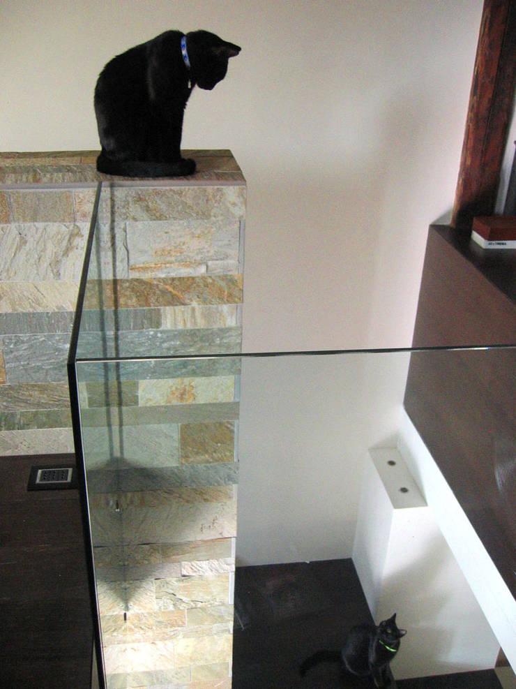 interno - vano scale: Case in stile  di nicola feriotti studio,