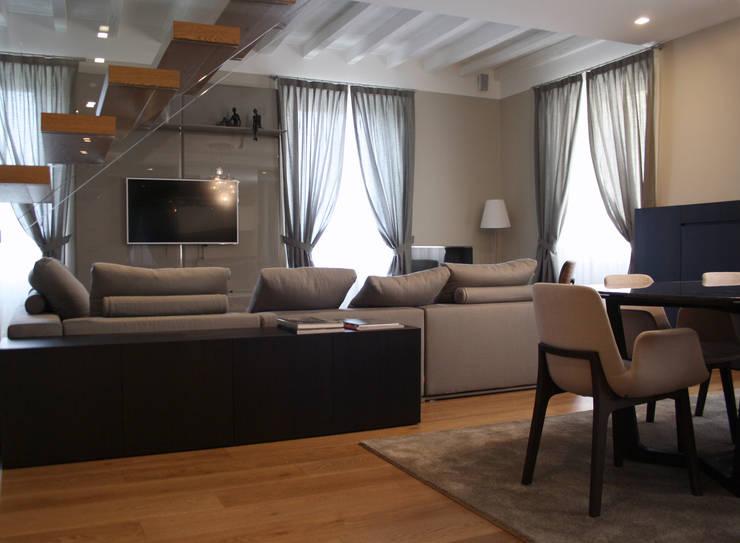Casa S - Milano - 2014: Case in stile  di DnA associates snc, Moderno