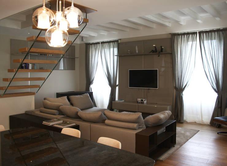 Casa S – Milano – 2014: Case in stile  di DnA associates snc, Moderno