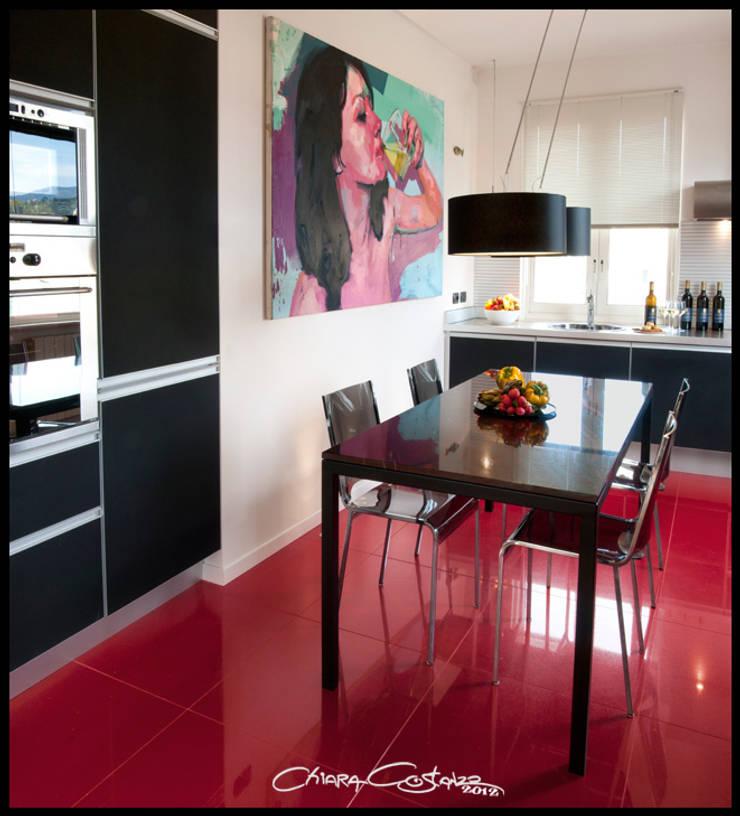 APPARTAMENTO PER APPASSIONATO D'ARTE A SANTA MARGHERITA: Cucina in stile  di Studio Messori