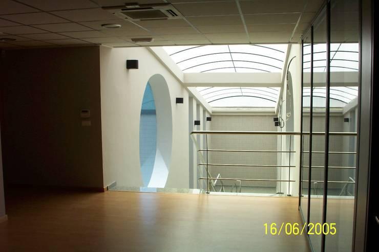 PROYECTO PARA OFICINAS:  de estilo  de Tomas Sifre Arquitectos
