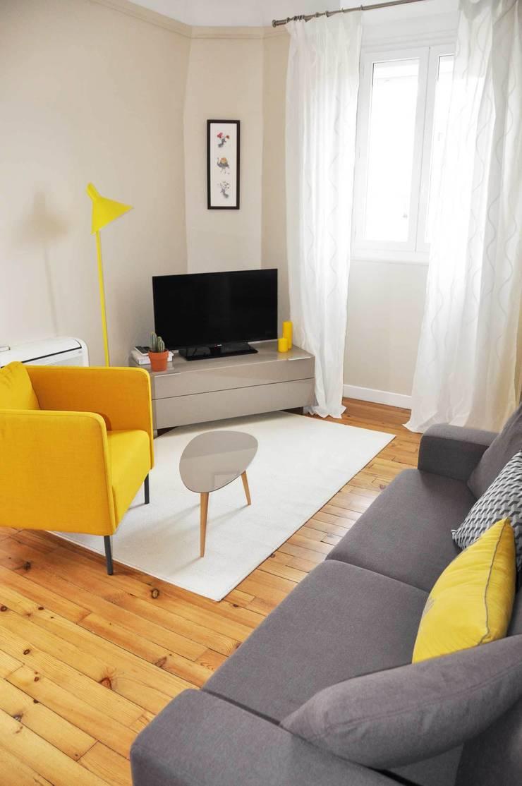 Appartement de vacances – Biarritz: Salon de style  par Espaces à Rêver