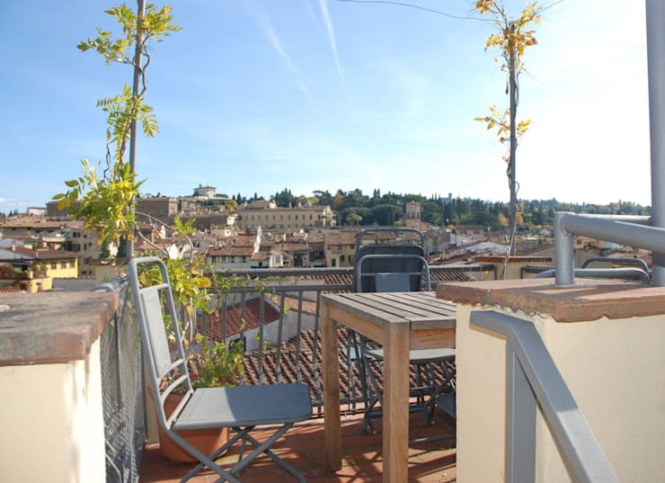 Ristrutturazione residenziale a Firenze: Terrazza in stile  di de vita e fici architetti associati