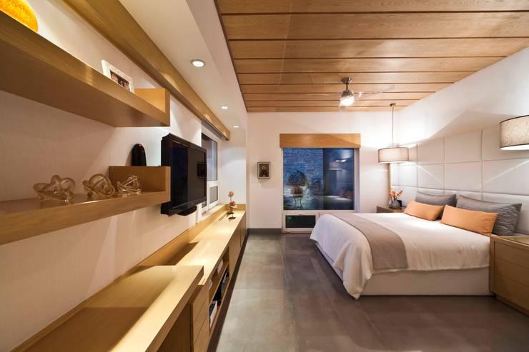 Casa Valle:  de estilo  por Arq. Bernardo Hinojosa