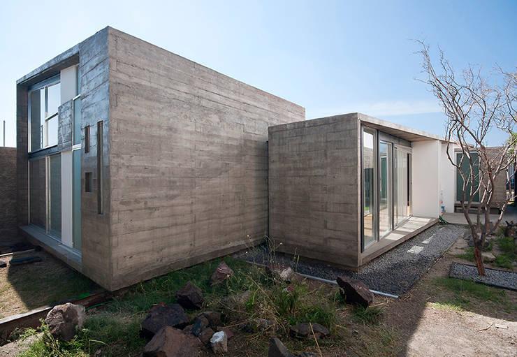 casa DAUZ: Casas de estilo  por NonWarp