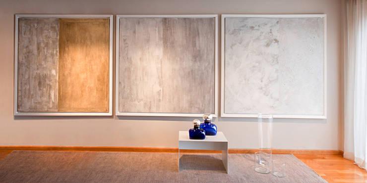 SOMBRA GRIS BLANCO: Arte de estilo  de Montxo Oiarbide