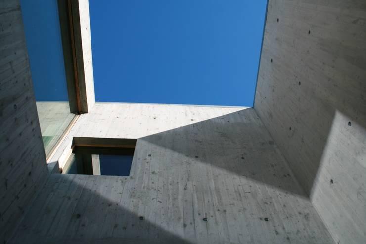 CASA Y: Case in stile  di FL Architetti,