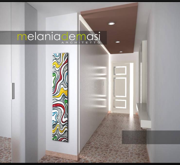 Casa Napoletana: Ingresso & Corridoio in stile  di melania de masi architetto