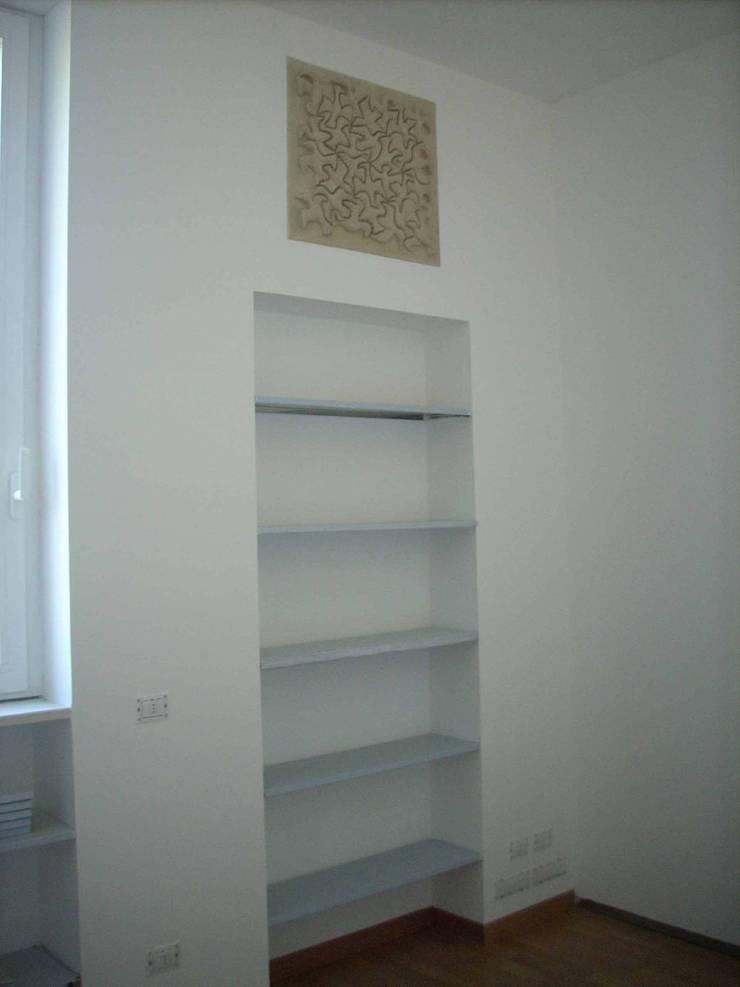 Studio 01 - Libreria:  in stile  di Daniele Francesco Santoro,