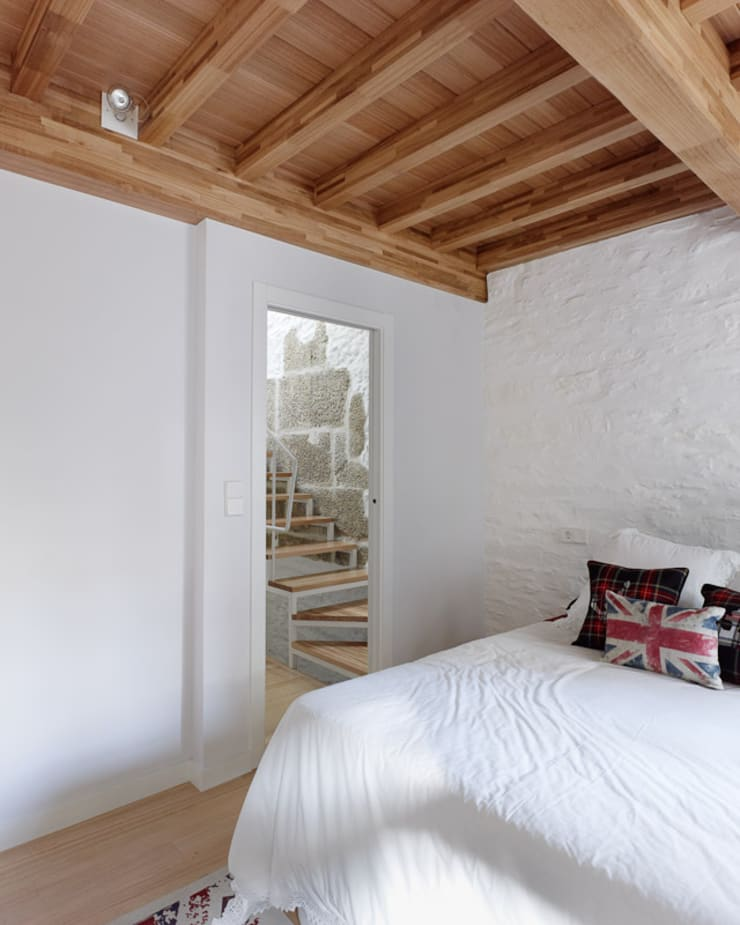 Rehabilitación de vivienda unifamiliar en el casco Histórico de Santiago de Compostela: Casas de estilo  de Ansedequintans Arquitectos