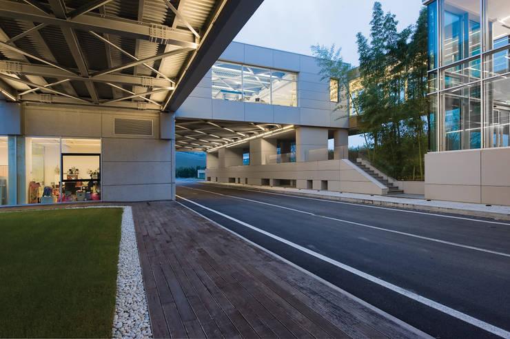 RAINBOW Imagination factory: Case in stile  di Studio Bianchi Architettura