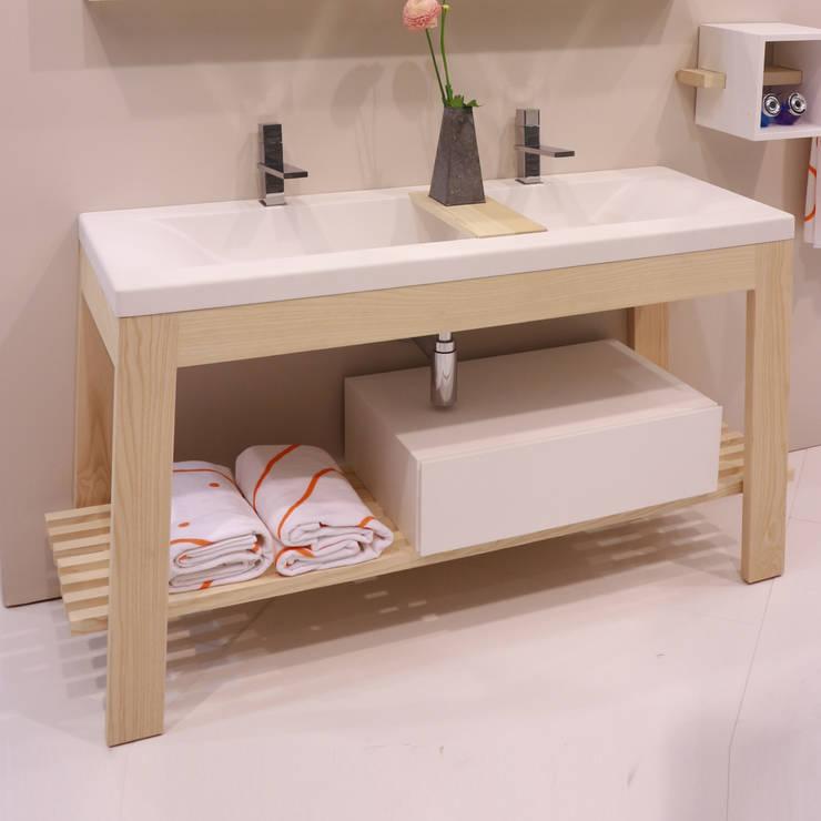 Bath Table :  in stile  di krayms A&D - Fa&Fra, Minimalista Legno massello Variopinto