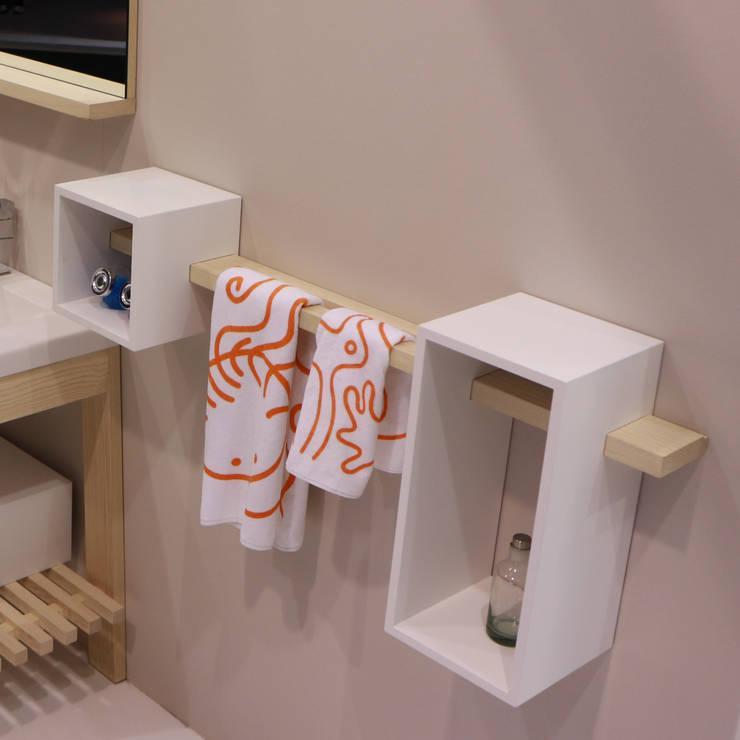 Box for shelf :  in stile  di krayms A&D - Fa&Fra, Minimalista Legno massello Variopinto