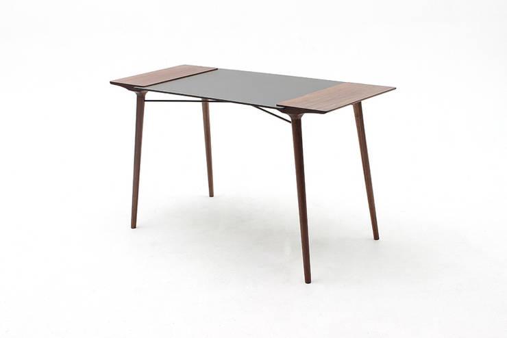 덥석 Table:  Multimedia-Raum von Yang Woong Gul Furniture Studio,
