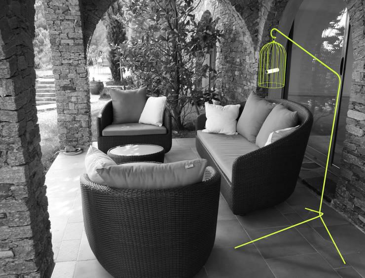 Lampe Titi : Jardin de style  par THINK THINK DESIGN