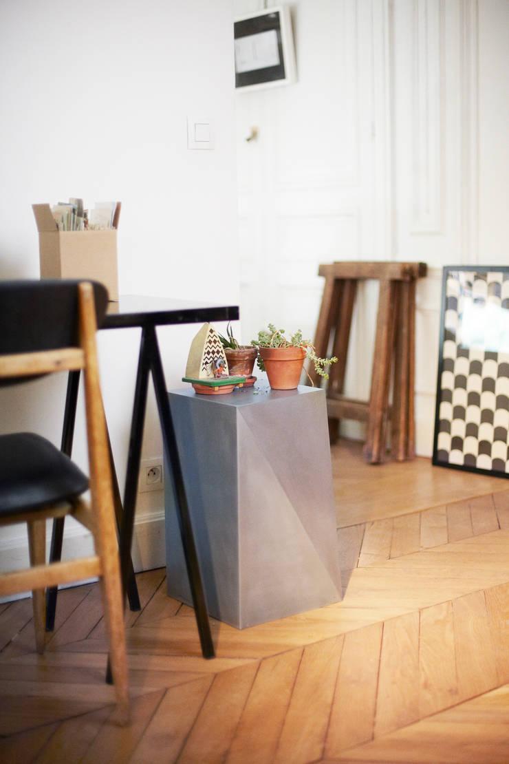 Segment, Tabouret/Table d'appoint: Maison de style  par MARIE DECLERCK