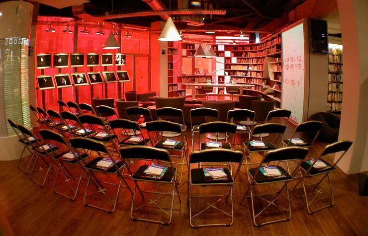 Bibliothèque André Essel, FNAC Paris, 2008:  de style  par Atelier GH