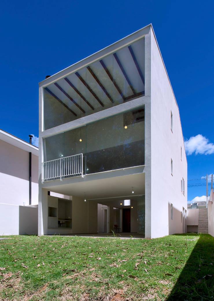 Casa Floradas: Casa  por obra arquitetos ltda