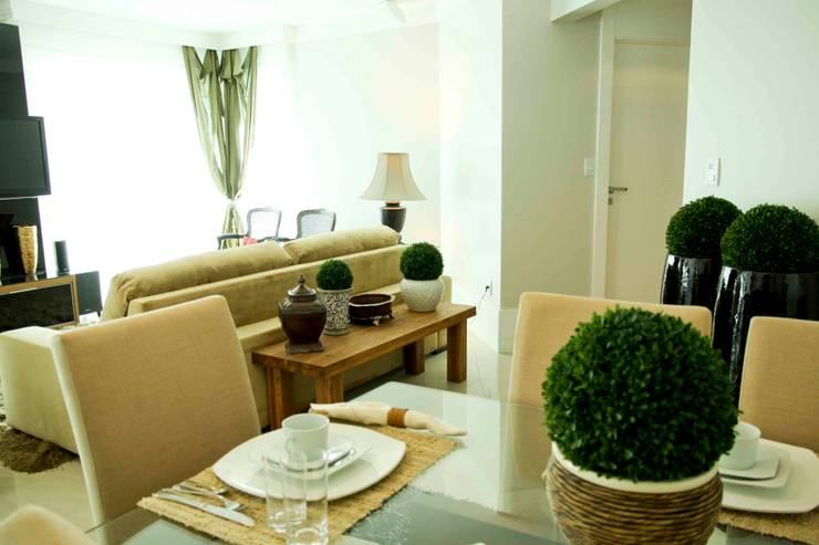 Apartamento em Balneário Camboriú/SC: Salas de estar  por Daniela Vieira Arquitetura