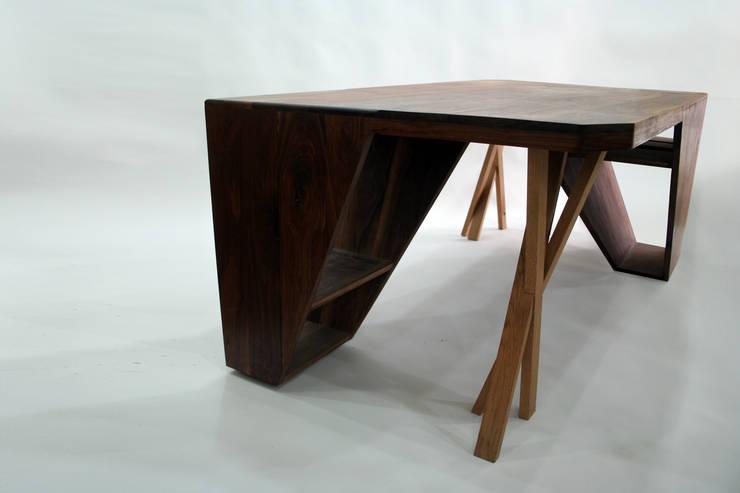 Public Tower_Meeting Table: artiZAC의  서재/사무실