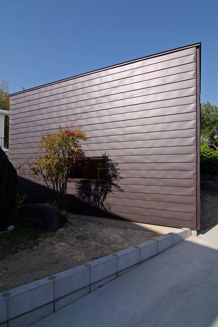 房子 by ウタグチシホ建築アトリエ/Utaguchi Architectural Atelier, 現代風