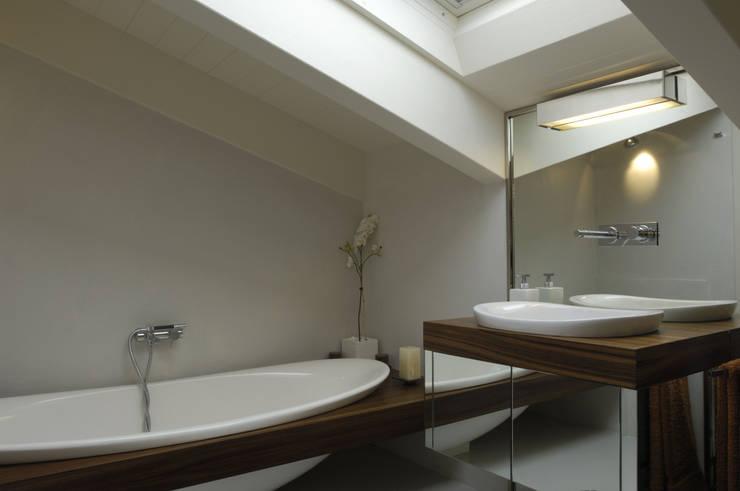 Appartamento Fanti: Case in stile in stile Moderno di Stefano Zaghini Architetto