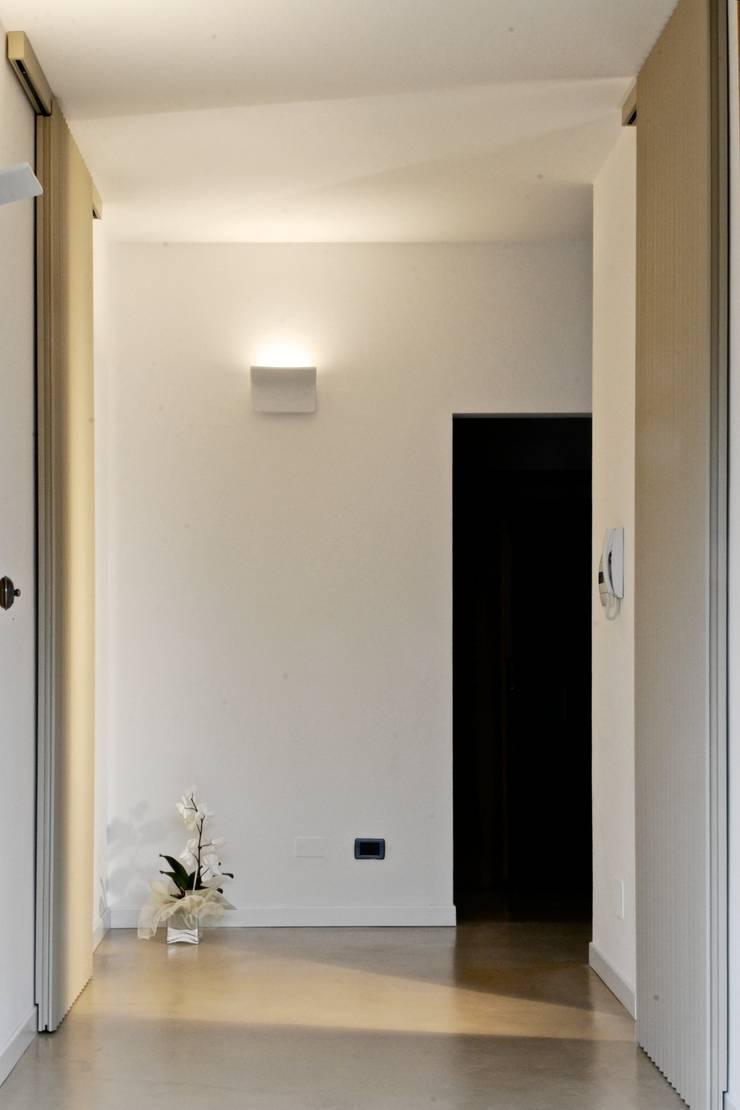 Casa CN.MT: Case in stile  di Angeli - Brucoli Architetti