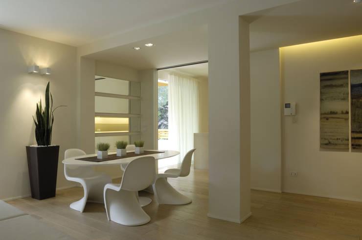 Appartamento Fanti: Case in stile in stile Minimalista di Stefano Zaghini Architetto